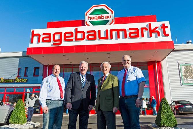 Eröffneten den neuen hagebaumarkt in Marktredwitz: v.l.n.r.: Volker Kerner (stellv. Marktleiter), Markus Baum (Vorstandssprecher BHG), Luipold Danhauser (Aufsichtsratsvorsitzender), Roland Brückner (Marktleiter)