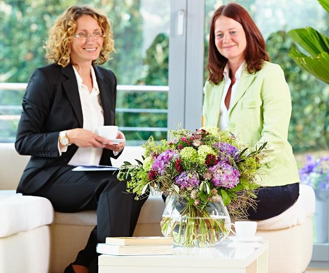 Bildunterschrift: Selbst ist die Frau: Am Frauentag wird gerne ein Blumenstrauß als symbolische Anerkennung verschenkt – immer häufiger auch von Frauen untereinander. (Bildnachweis: GMH/BVE)
