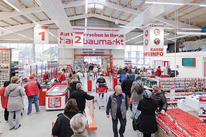 Lange Schlangen an den Kassen am Eröffnungstag in Glückstadt.
