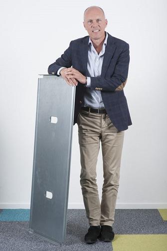 Roel de Jong stellt das neue Brett CC- Solid vor. Foto: CC-Container Centralen)