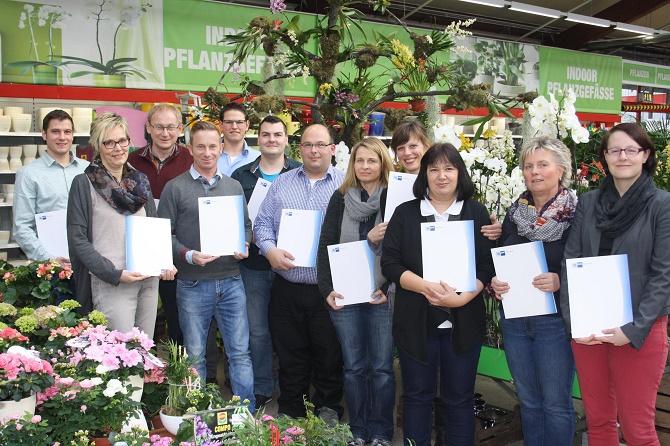 Aufwand und Eigeninitiative lohnen sich: Schon über 80 der 270 Gartencenterleiter der hagebau konnten – wie diese Gruppe – die IHK-Qualifizierungsmaßnahmen mit Erfolg abschließen.