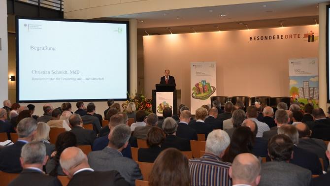 GaLaBau Kongress 2030_Christian Schmidt: Bundeslandwirtschaftsminister Christian Schmidt sprach über die Herausforderungen und Chancen vor denen die GaLaBau Branche durch den demografischen Wandel steht.(Foto: BGL)