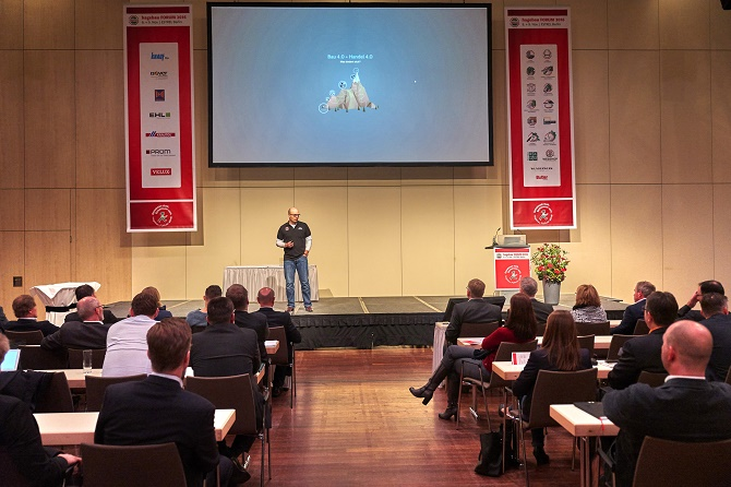 Oliver Arp, Bereichsleiter E-Commerce, sprach in seinem Vortrag über Chancen, Risiken und die Notwendigkeit von Veränderungswillen in Zeiten der Digitalisierung.