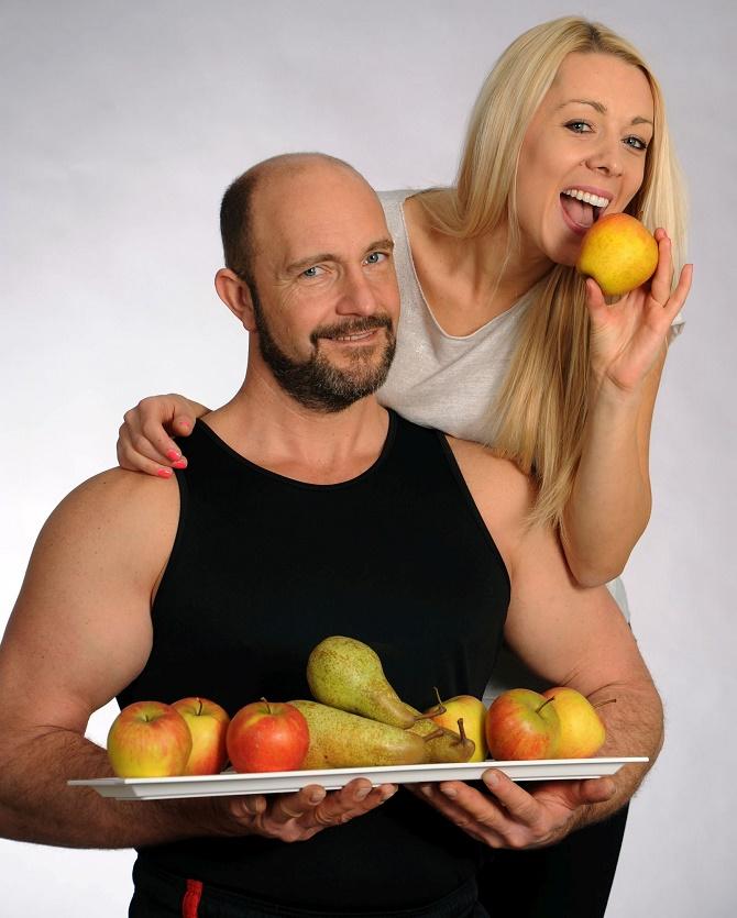 Bildunterschrift: Äpfel und Birnen sind nicht nur gesund, sie helfen auch beim Kampf gegen überschüssige Pfunde! Mit ihren Inhaltsstoffen können sie die Fettverbrennung anheizen und liefern gleichzeitig wichtige Vitamine. (Bildnachweis: GMH)